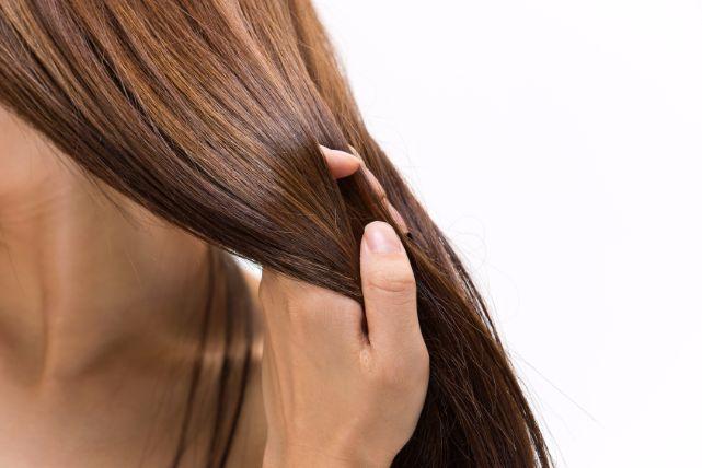 生理前から抜け毛が増えてしまう、「本当」の原因と対策