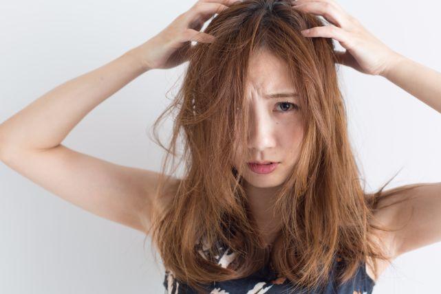 恐怖!頭皮にカビが!「脂漏性皮膚炎」を予防するヘアケアの正しいやり方