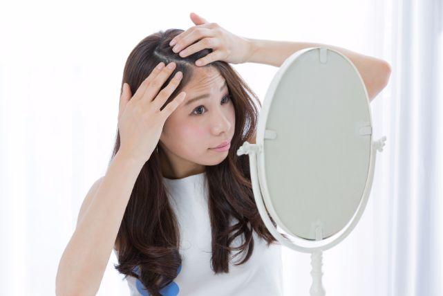 白髪は抜くのはNG!頭皮トラブルの原因にもなり良いことなし!
