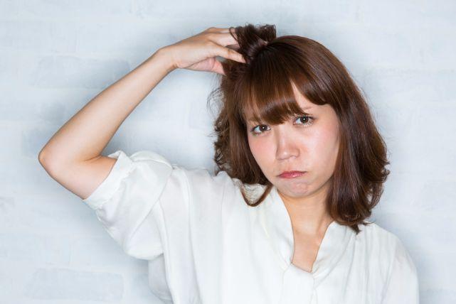 頭皮に危険信号が!「便秘」でハゲる仕組みと食生活で改善する方法