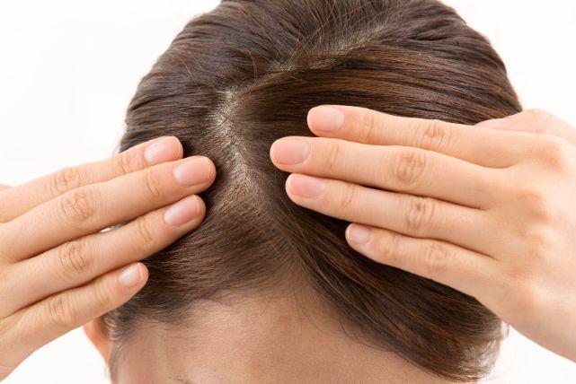 シャンプーで髪が薄くなる?女性にもオススメしたい「湯シャン」