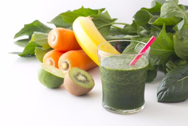 短期痩せが簡単に!「グリーンスムージーダイエット」の効果とコツ