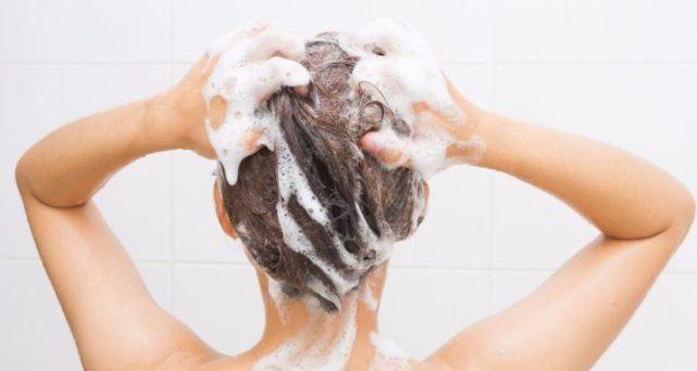 毎夕発生「髪のべたつき」を予防するシャンプーのポイント5つ