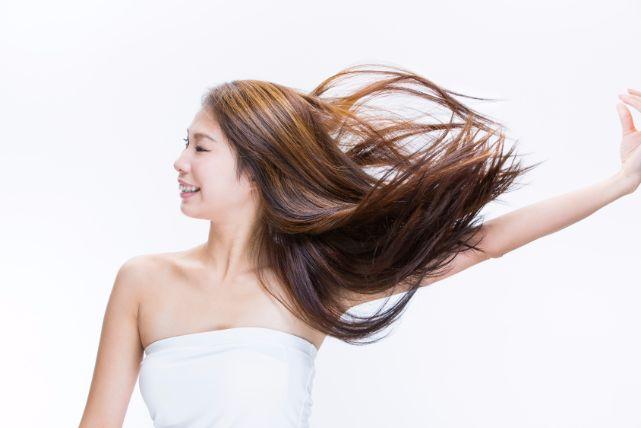 1日3回でOK!健康的な髪を育てる正しいブラッシングのやり方