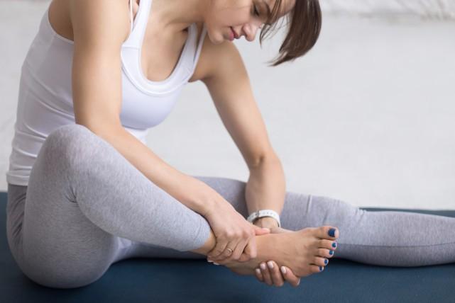 イタタ、足に激痛が!足がつる原因とつった際の部位別対処法