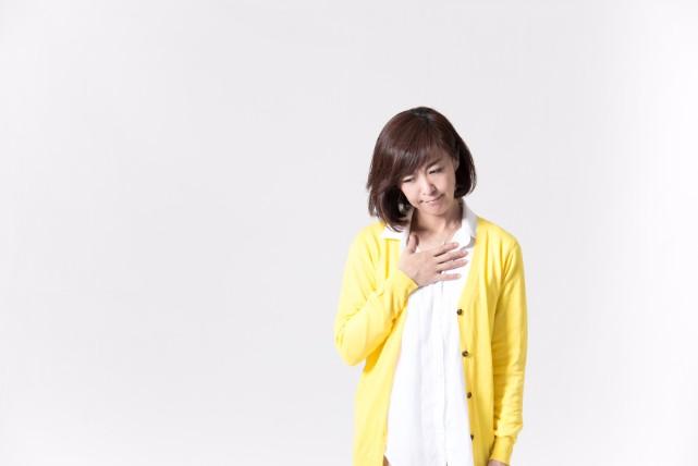 胸が焼けるようにジリジリする「胸焼け」の原因と解消法