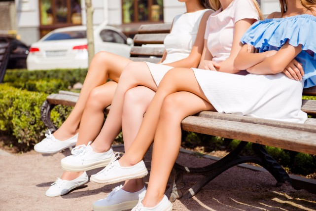 今すぐやめたくなる!「足組み」の癖が体に及ぼす悪影響まとめ