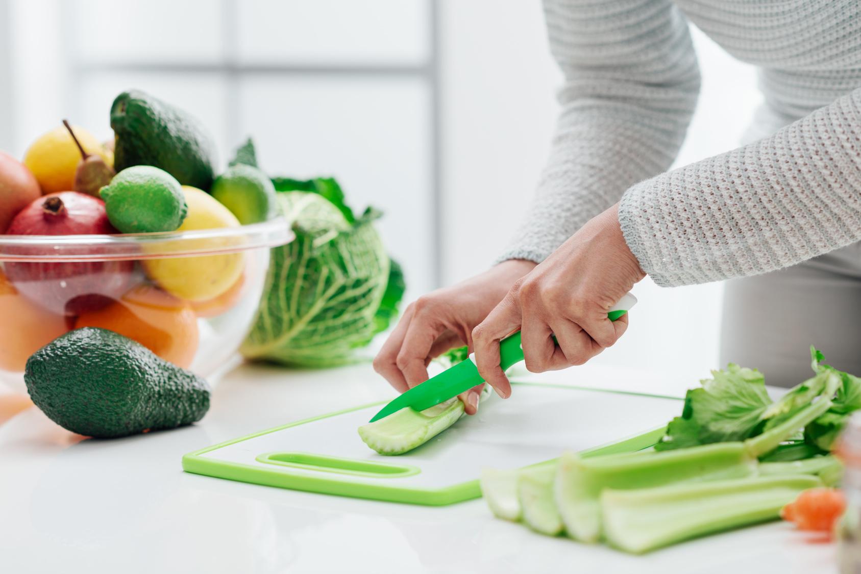 クセは強いけど実は超スゴイ「セロリ」の11の効果と食べ方