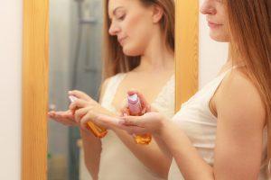 男性とは違う「薄毛」の原因!女性向け育毛剤の選び方と使い方
